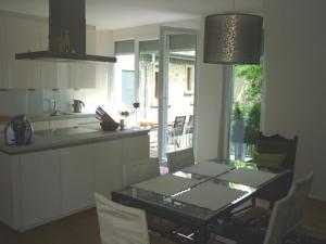vorholzstr 1 exklusive 6 zimmer penthouse wohnung. Black Bedroom Furniture Sets. Home Design Ideas